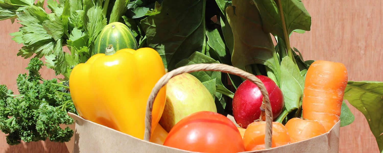 Mercado de hortalizas orgánicas empacado