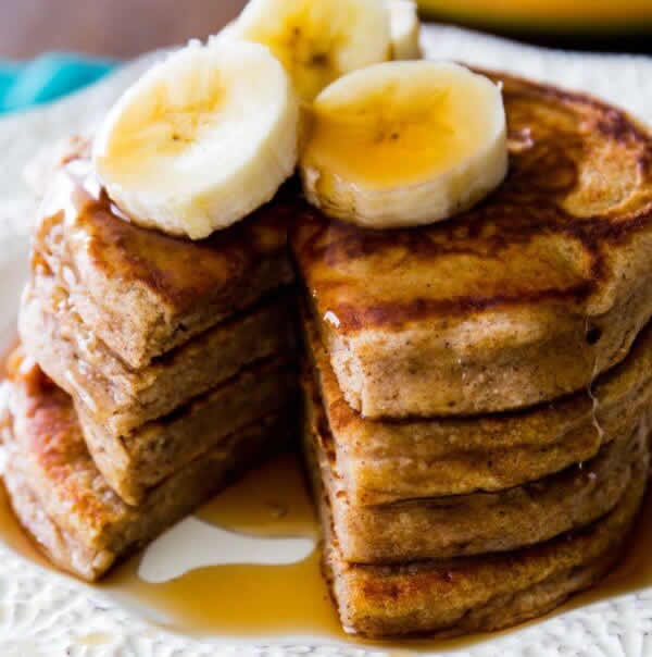 pancakes de harina integral con banana para niños