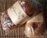 Pan de chocolate y pan de semillas de chia y sesamo