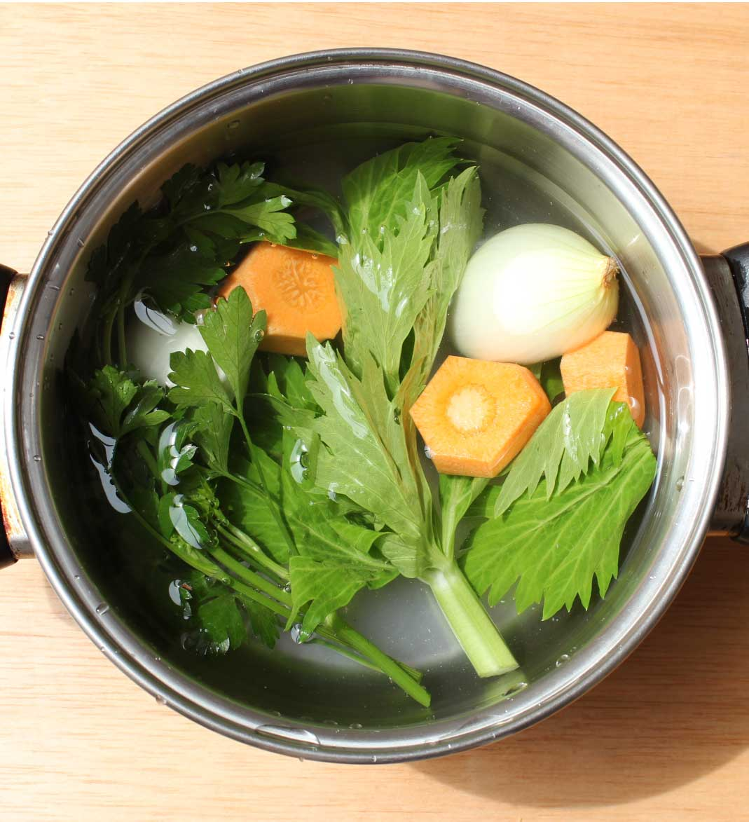 Caldo o fondo de verduras preparacion